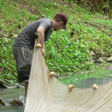 Seining in a sulfur creek in Tabasco with the Tobler lab crew