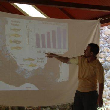 Giving a presentation at the 2da Jornada de Ciencia y Desarollo Sustentable in Calnali.